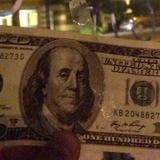 Đại gia giấu mặt rải tờ 100 USD khắp San Francisco