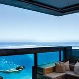 Xu hướng thiết kế phòng khách chìm giữa hồ bơi vô cực