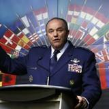 Tư lệnh NATO trấn an các đồng minh Đông Âu bằng đoàn xe quân sự
