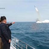 """Triều Tiên """"khoe"""" phóng thành công tên lửa đạn đạo từ tàu ngầm"""