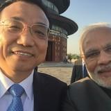 """Thỏa thuận 22 tỷ USD và bức ảnh """"lạ"""" hai thủ tướng Trung Quốc, Ấn Độ"""