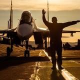 Anh mua 138 máy bay để tấn công IS?