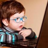 """""""Máy tính và TV không gây cận thị ở trẻ em"""""""