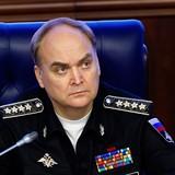 """NATO """"sa vào vô lý"""" khi trông thấy Nga kề ngưỡng cửa"""