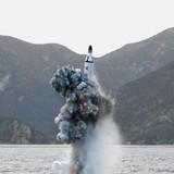 Bắn thử tên lửa từ tầu ngầm, Kim Jong Un muốn củng cố quyền lực?
