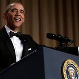 """Ông Obama đọc diễn văn chính trị """"tếu"""", chế nhạo Donald Trump"""