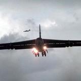Máy bay Mỹ B-52 quần đảo trên bầu trời Aleppo ở Syria