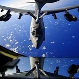 """""""Pháo đài bay"""" B-52 của Mỹ được đưa đến gần biên giới Nga"""