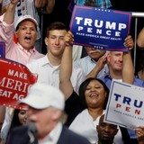 """Ông Trump buông lời """"mật ngọt"""" kiếm phiếu từ cử tri Mỹ gốc Phi"""