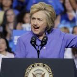Xúc phạm người ủng hộ ông Trump, bà Hillary Clinton phải lên tiếng xin lỗi