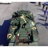 Tổng thống Ukraine khen ngợi xe tăng T-72A được hiện đại hóa