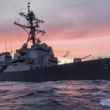 Tàu chiến Mỹ va chạm tàu thương mại gần Singapore