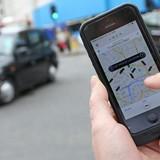 Cuộc sống đắt đỏ, ngày một nhiều người Singapore lái xe cho Uber