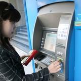 """Thẻ tín dụng: Dùng thì """"khổ"""" mà bỏ không xong"""