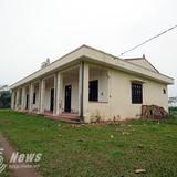 Cận cảnh ngôi trường tiền tỷ thành bãi chăn bò ở Hà Nội