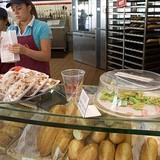 Chuỗi bánh mì Việt lớn nhất thế giới khởi đầu thế nào?