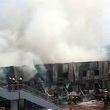 Hơn chục phòng trọ cháy rụi, 2 cảnh sát bị thương