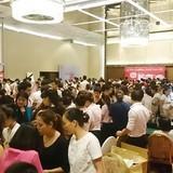 Hà Nội: Chen nhau nghẹt thở mua đồ giảm giá
