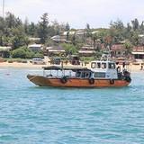 Quảng Ninh: Cấm tàu theo dự báo khí tượng, biển vẫn lặng