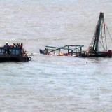 Tàu cá bị chìm do dông lốc bất ngờ, 8 ngư dân may mắn thoát chết