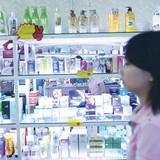Thu hồi mỹ phẩm chứa chất gây ung thư: Doanh nghiệp than khó, tiểu thương tự xử