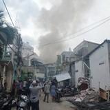 Lửa lớn cháy lan, 10 nhà trọ ở quận Bình Thạnh bị thiêu rụi