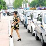 """Taxi truyền thống hết thời """"hét"""" giá"""