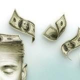 [Infographic] 15 khoản chi tiêu khiến tiền bạc đội nón ra đi