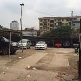Bất chấp dân ở nhà thuê tạm bợ, dự án thành bãi giữ xe