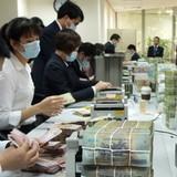 Nhiều nhân viên ngân hàng muốn chuyển nghề vì lương thấp