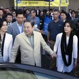 """Gia đình giàu nhất châu Á """"ôm thêm"""" hàng tỷ USD"""