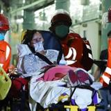 """Phà cao tốc Hongkong đâm phải """"vật thể lạ"""": 121 người thương vong"""
