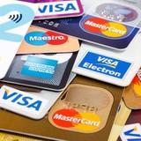 Người sở hữu gần 1.500 thẻ tín dụng