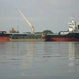 Tàu chở 14 thuyền viên người Việt Nam chìm ở Myanmar