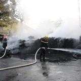 Cháy kho, hàng trăm tấn phế liệu bị thiêu rụi