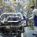Nội hóa xe công, mở cửa ưu đãi, công nghiệp ôtô Việt Nam có thoát khỏi cửa tử?