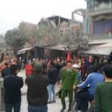 Dân chặn Quốc lộ 38 phản đối nhà thầu gây ùn tắc nghiêm trọng