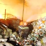 Ẩn họa cháy nổ từ các kho chứa phế liệu nằm giữa khu dân cư