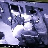 Thang máy chung cư chở 16 người rơi, bốn nạn nhân ngất xỉu