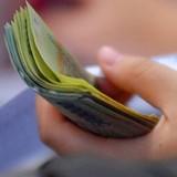 Vì sao các ngân hàng chạy đua lãi suất?