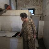 Chuyện khó tin ở Hà Nội: Dân đi vệ sinh vào... xô, chậu