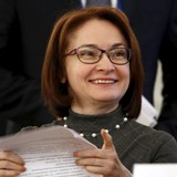 """Người phụ nữ """"giải cứu"""" nền kinh tế Nga khỏi sụp đổ"""