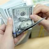 """Các ngân hàng """"tranh"""" bán USD cho NHNN"""