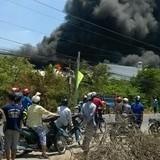 Cháy lớn tại công ty bao bì ở Long An, khói đen kín trời