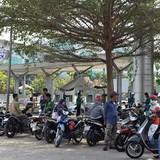 """""""Bảo kê"""" xe ôm đang lộng hành ở cửa ngõ sân bay Tân Sơn Nhất?"""