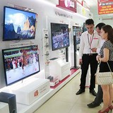Mua TV giảm giá vẫn bị đắt cả triệu đồng