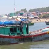 Tàu Trung Quốc tông tàu cá Quảng Ngãi ở Hoàng Sa