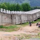 """Cầu máng của """"công trình trăm tỷ"""" chưa bàn giao đã gãy"""
