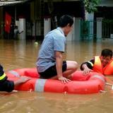 Trung tâm Yên Bái thành sông, đường sắt lên Lào Cai tê liệt
