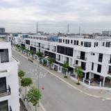 """Địa ốc 24h: Khóc dở mếu dở vì bỏ tiền tỷ mua biệt thự """"3 không"""" Ao Sào"""